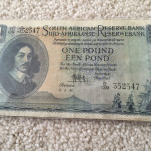 IMG 352547 300x300 - South Africa One Pound (Een Pond) MH De Kock 1952 B139 352547 Banknote Circulated Condition